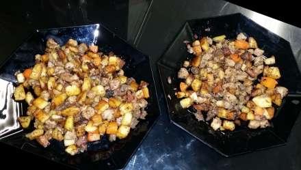 Kartoffel-Füllsel, mit gebratenen Kartoffelwürfeln, fertig angerichtet