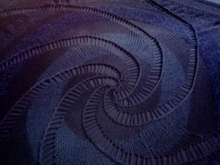 Tolles Lochmuster in Spiralform beim Strick-Swirl